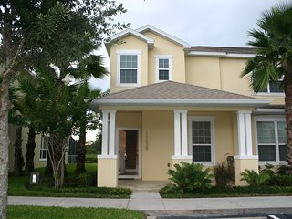 Gorgeous Townhouse with Splash Pool in a luxury vacation rental, close to Disney
