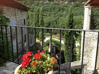 Character property in medieval village, 4 beds, river swimming below