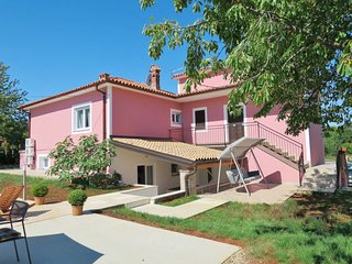 Strmac Holiday Home Sleeps 12 with Pool Air Con and Free WiFi - 5638327