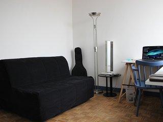 Studio meuble a louer du 17 juillet au 9 aout 2018 Paris 75012.