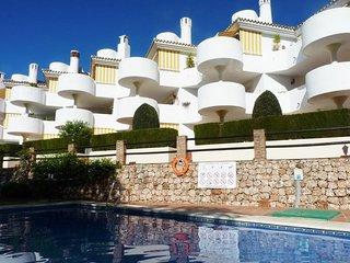 2 bedroom apartment in Calahonda walking distance to beach, bars, restaurants
