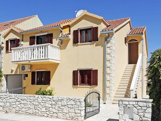 Mirca Holiday Home Sleeps 13 with Pool Air Con and Free WiFi - 5638375