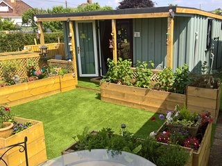 Owly 'Ouse, Garden room with En-suit, garden view & its own private  entrance.