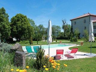 Gîte Mont Courant avec piscine chauffée en Auvergne