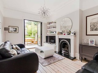 Beautiful victorian 6 bed family home, in zone 2