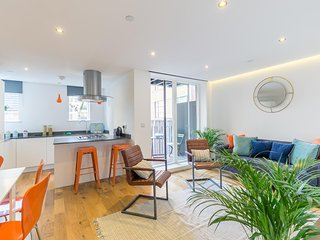 New Stylish 2 Bedroom Flat with Balcony Shoreditch