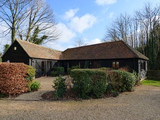 Lovely holiday cottage, nr  Midhurst with views over  South Downs National Park