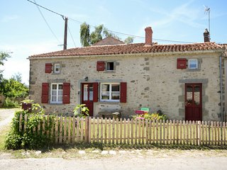 Numero cinq, peaceful rural gite with fishing lake.