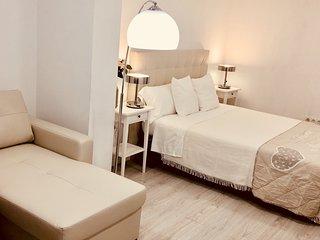 Nuria apartment. Bonito apartamento 4 personas, 1 habitación. Baño y aseo