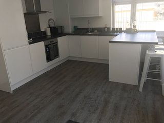 Fully furnished apartment close to Heathrow airport, Windsor and slough trading