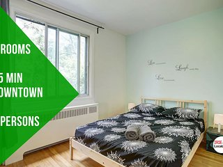 Stevie · Happy 3 bedrooms, 20 min downtown