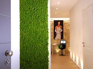 J&0' Luxury Suite è situata al centro di Cagliari, 4 camere con bagno privato.