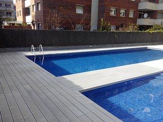 Moderno apartamento con piscina junto a la playa