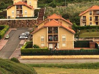 Apartamento LEIRE, Comillas, jardin con barbacoa, garaje y calefaccion