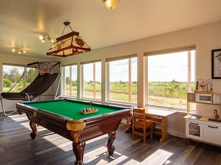 Get 2 FREE Nts! OceanViews, pets, pool & ping pong table, volleyball, playset