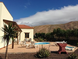 Spacious detached private villa with pool in a peaceful location
