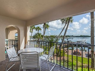 NEW LISTING! Bayview escape w/shared pool, shared gas grill & easy beach access