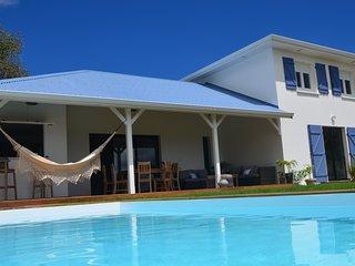Belle villa 4 chambres, grande piscine, vue mer