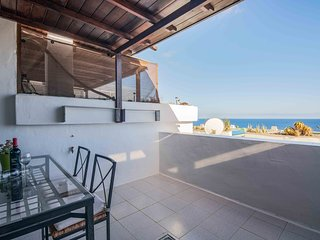Casa Isis with sea views terrace, bbq and shared pool