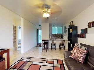 NEW LISTING! Cozy condo with beach access, shared pool, and snorkeling next door