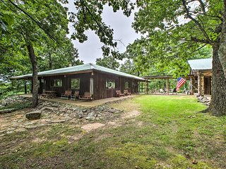 NEW! 'Pine Lodge Cabin' - 450 Acre Ozark Mtn Home!
