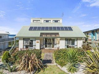 CERONE BEACH HOUSE - OCEAN VIEWS, PICTURESQUE SURROUNDS