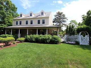 Wonderful Spacious Oak Bluffs Home with Heated Pool