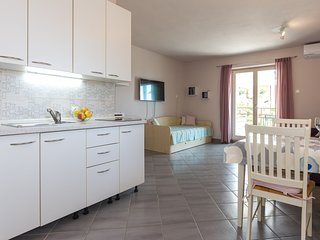 Comfortable apartment with bbq terrace in Krk