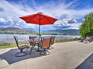 NEW:Waterfront Lake Osoyoos Cottage-Beach & Patio!