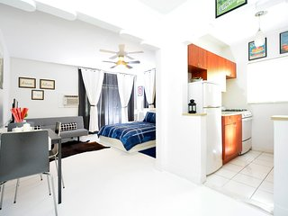 1 bd Elegant condo with sofa bed by shopping area (1021 Eu #7)