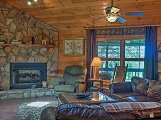 NEW! Cozy Ellijay Cabin w/ Hot Tub & Game Room!