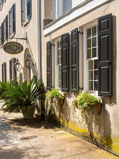 Church Street Inn Charleston Art Gallery