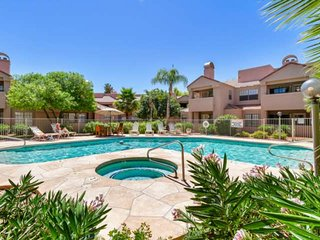 Comfortable 1st floor unit in the heart of Scottsdale! Tennis Courts, Heated Poo