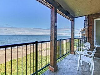 Oceanfront Condo Has Awesome Extras: Heated Pool, Sauna, Ping-Pong and More!