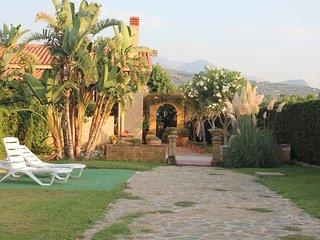 Villa di fronte al mare a 10 km da Cefalu  con ampio giardino e spazi esterni