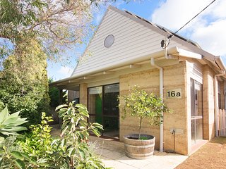 Dunsborough Spa Cottage delights with cosy comfort and convenience