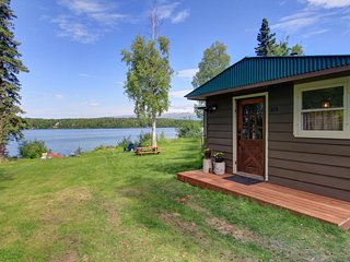 Val's Vintage Lake Cottage