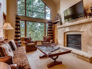 Ski-in/ski-out condo in Arrowhead, community pool and hot tub - zSpruce Landing