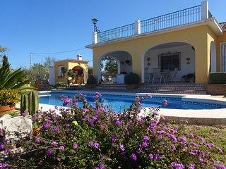 Villa maravillosa y soleada. Cerca de playa de arena. Piscina privada. WiFi. A/C