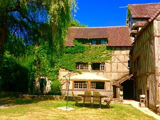 Exquisite 300m2 water mill surrounded by 20 hectares wooded private area