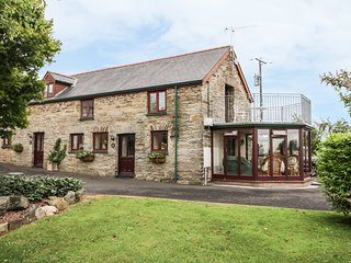 OAK COTTAGE, barn conversion, balcony with views, coservatory with comfy seating