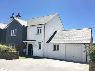 Seal Cove - walk to Crantock Beach, modern luxury living