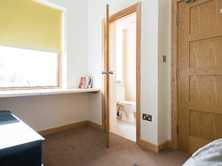 Spacious 2 Bedroom with College Green views