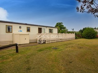 6 berth Caravan-Huge decking area, by the beach in Hunstanton Ref 23142