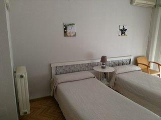 Coqueta habitación con 3 camas, WiFi y TV