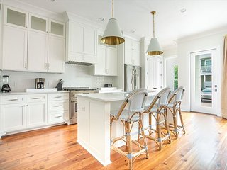 Stay Local in Savannah: Brand New Row House near Fountain at Forsyth!