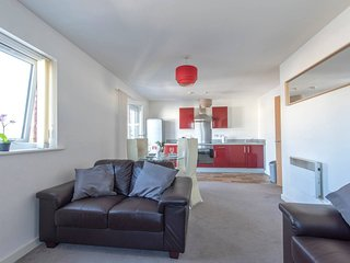 Cosy Central 3 Bed Property w/ Balcony - Sleeps 6