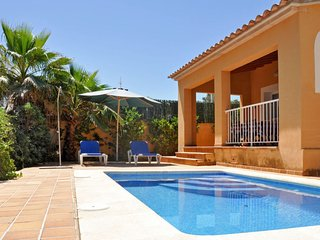 2 bedroom Villa with Air Con, WiFi and Walk to Beach & Shops - 5638153