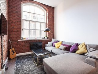Beautiful 2 Bed Duplex w/ Mezzanine in City Centre