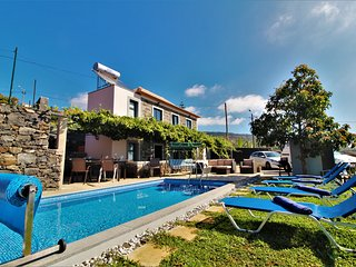 Santa Cruz Villa With Private Pool